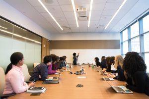 Comment choisir une table de réunion