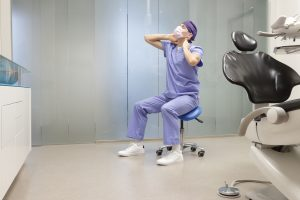 Chirurgiens-dentistes : pensez à votre posture au travail !